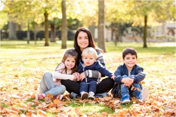 Autumn Mini Family Photoshoot in Chiswick, London with Toland Photography